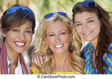 três, bonito, mulheres jovens, amigos rindo, férias