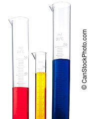 três, cilindros graduados, de, diferente, colorido, químicos