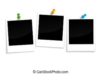 três, em branco, polaroids, com, alfinete, agulhas