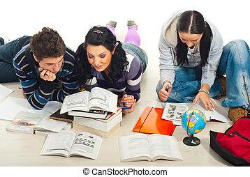 três, estudantes, estudar, junto, lar