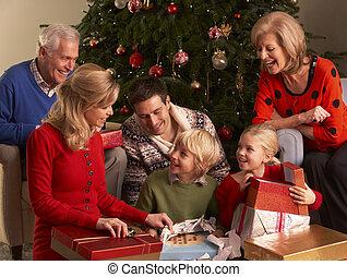 três família geração, abertura, presentes natal, casa