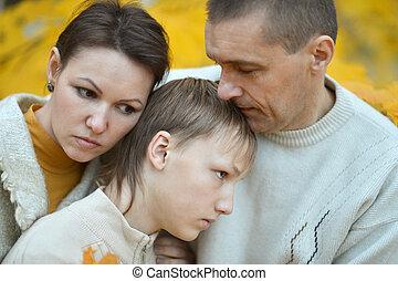 três, família, triste