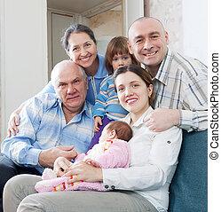 três gerações, família, casa