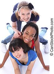 três, junto, raça misturada, divertimento, amigos menina, tendo