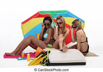 três meninas, praia