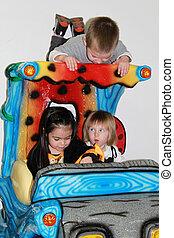 três, pequeno, crianças, tendo divertimento