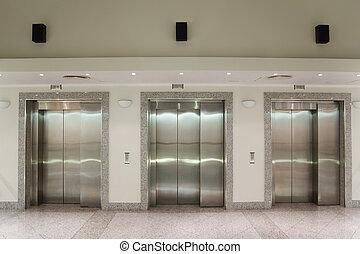 três, portas elevador, em, corredor, de, edifício escritório