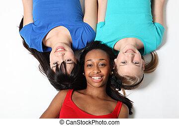 três, raça misturada, menina adolescente, amigos, ligado, chão