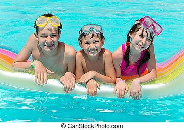 três, sorrindo, crianças, em, piscina