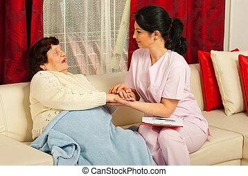 tröstande, sköta, kvinna, sjuk, äldre