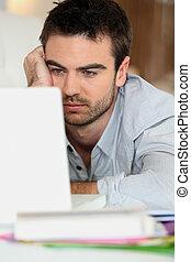 trött, man, framme av, dator