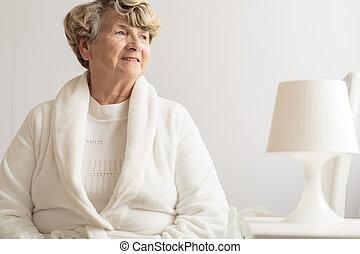 tröttsam, dräkt, senior woman, påklädning