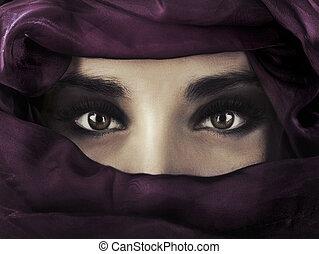 tröttsam, huvud, kvinna, östlig, purpur, covering., ung, ...