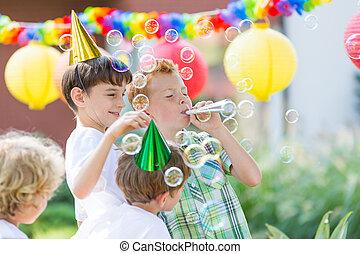 tröttsam, pojkar, hattar, födelsedag