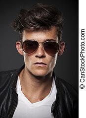 tröttsam, stående, modell, manlig, solglasögon