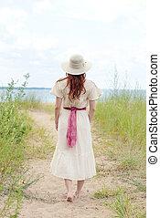 tröttsam, vandrande, kvinna, årgång, bana, strand hatt