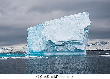 tração, enorme, antárctico, iceberg, mar