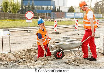 trabajador, con, carretilla