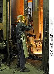 trabajador, con, metal caliente