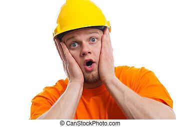 trabajador construcción, aterrorizado