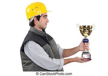 trabajador construcción, con, un, premio
