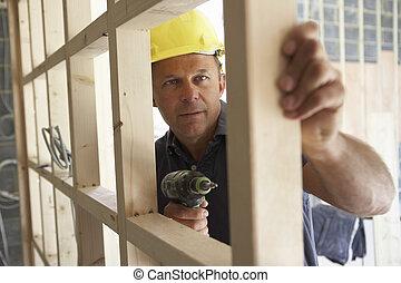 trabajador construcción, edificio, madera, marco, en, nuevo...