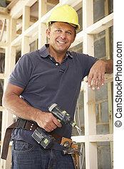 trabajador construcción, edificio, madera, marco, en, nuevo hogar