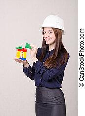 trabajador construcción, estantes, con, un, casa, en, el, manos, de