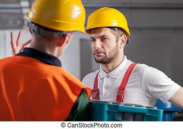 trabajador, el consultar, con, director, en, fábrica