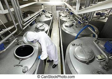 trabajador, en, proceso, tanques