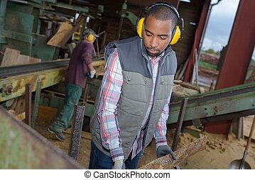 trabajador industrial, en el trabajo