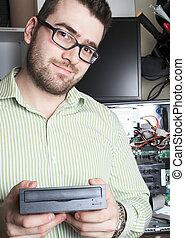 trabajador, técnico, en el trabajo, con, computer.