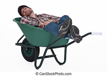 trabajador, tomar una siesta, en, carretilla
