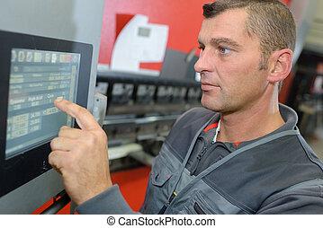 trabajador, utilizar, pantalla del tacto, tecnología