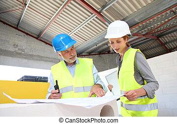 trabajadores construcción, reunión, en, solar