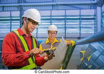 trabajadores fábrica, discusión, inspección, informe