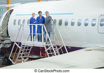 trabajadores, marco, avión, exterior