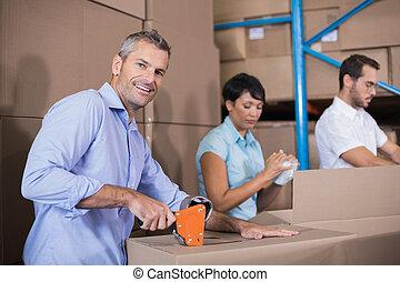 trabajadores, preparando, almacén
