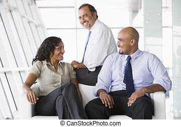 trabajadores, reunión, vestíbulo, oficina
