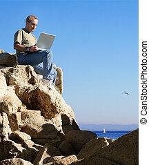 trabajando, al aire libre