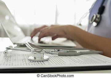 trabajando, doctor
