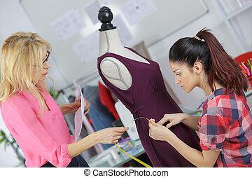 trabajando, dos, profesional, modistas, vestido, agradable