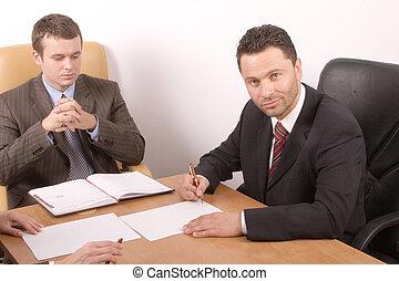 trabajando, hombres de la corporación mercantil
