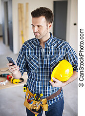 trabajando, móvil, construcción, durante, teléfono, utilizar, trabajador