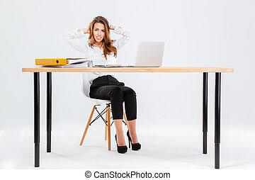 trabajando, mujer de negocios, computador portatil, confuso,...