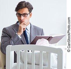 trabajo, después, tratar, joven, hogar, hombre de negocios, recién nacido, cuidado