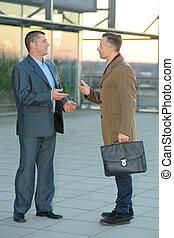 trabajo, discusión, exterior, local, hombres de negocios