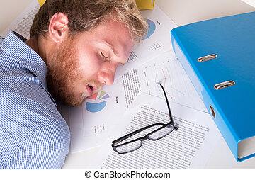 trabalhador, adormecido, com, seu, encabece, a, escrivaninha