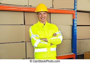 trabalhador, braços cruzaram, armazém, macho, feliz