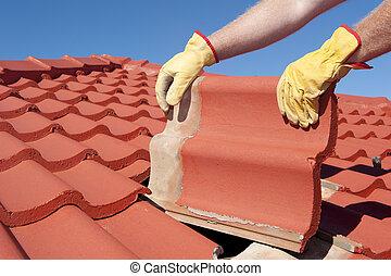 trabalhador construção, azulejo, casa, telhado, reparar